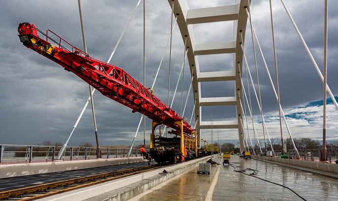Железнодорожный путь на Жежелевом мосту через Дунай