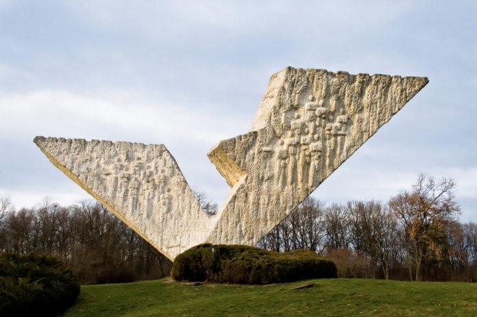Крагуевац - Памятник на месте расстрелов в 1941 году