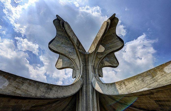 Мемориал Ясеновац на месте концентрационного лагеря