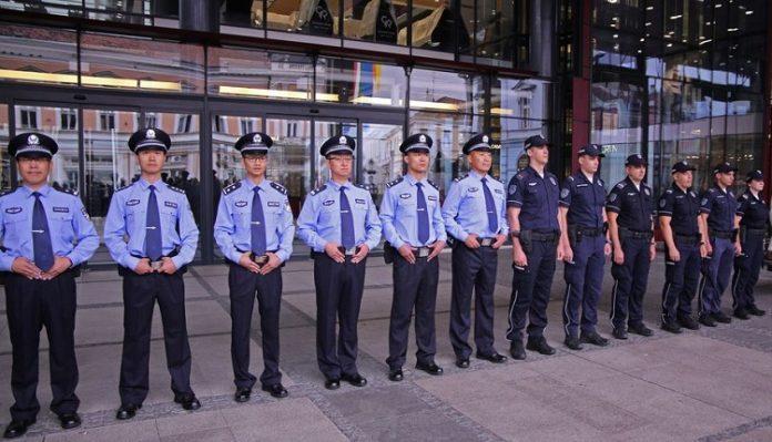 Китайские и сербские полицейские