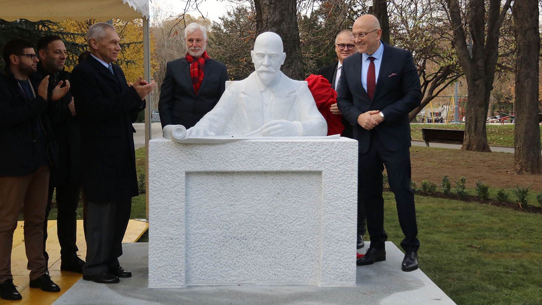 Памятник Николаю Петровичу Краснову в Белграде 9 декабря 2019 года