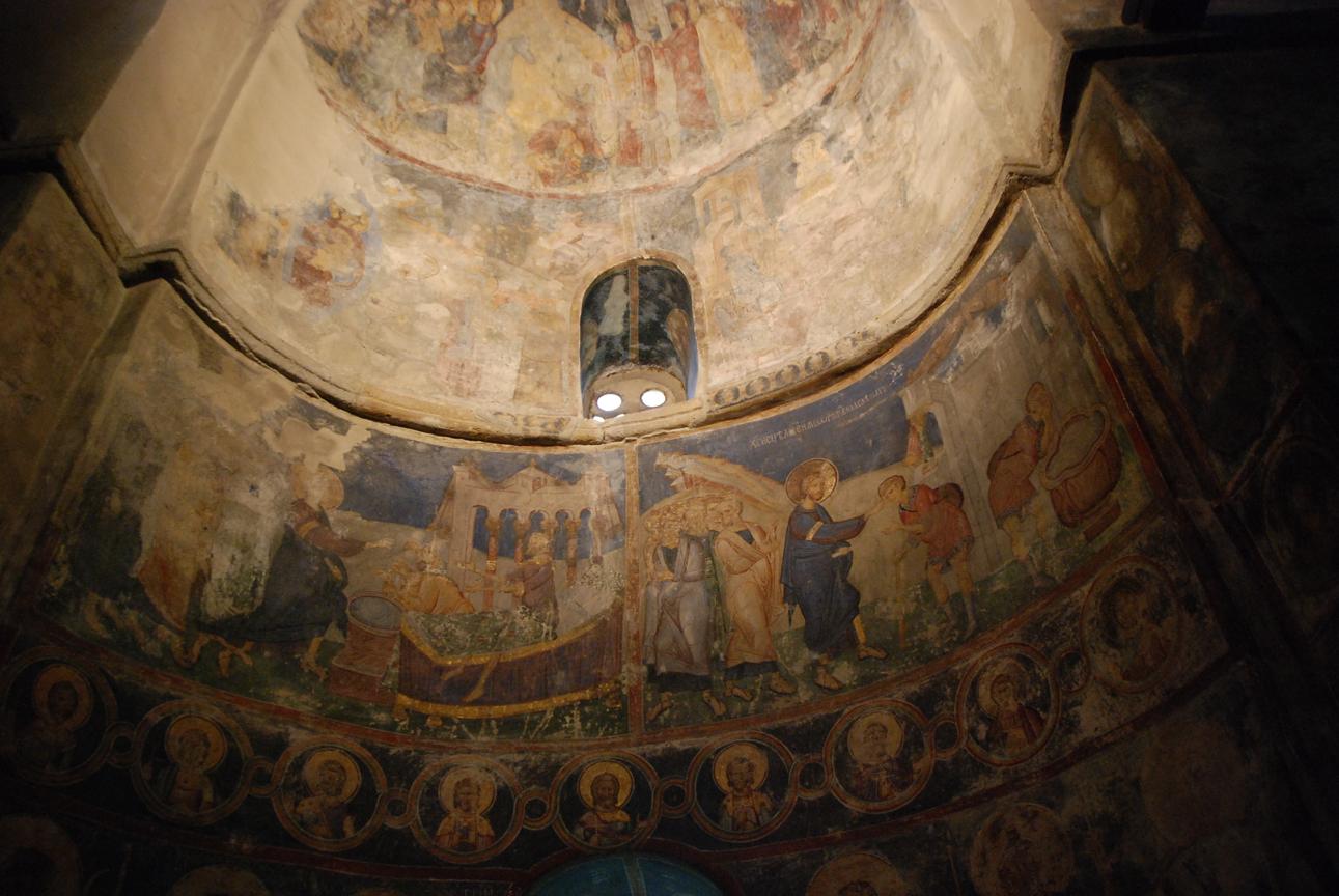 В Церкви Вознесения в Раванице сохранились фрески 14 века.