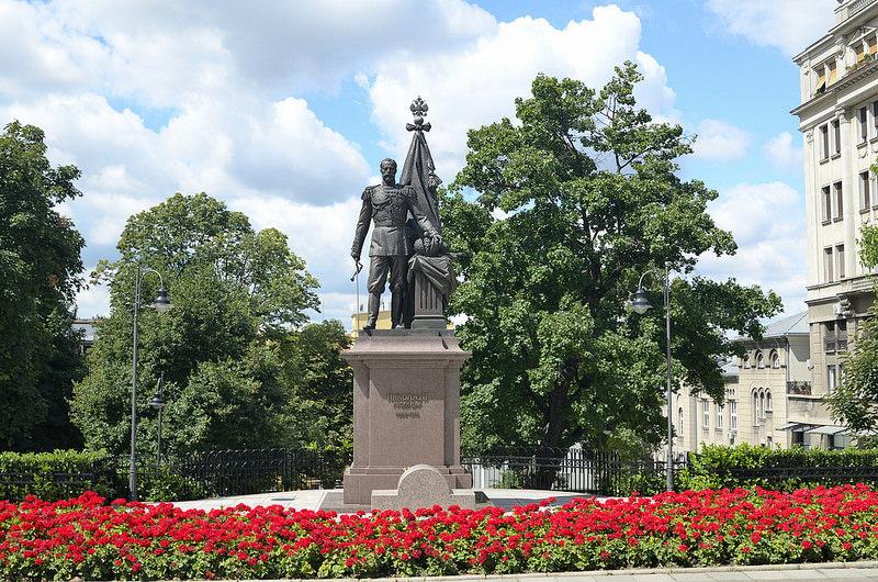 Памятник императору Николаю Второму