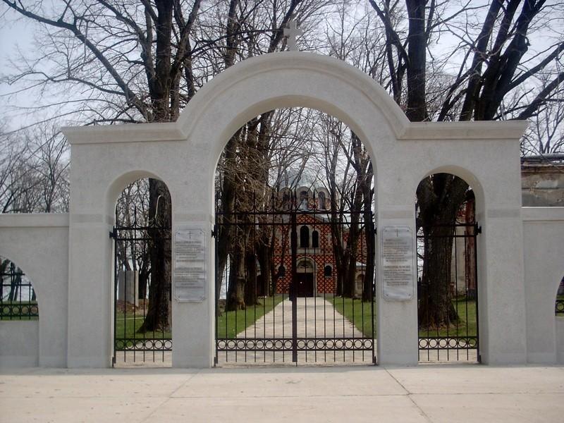 Главные ворота - Церковь Св. Троицы