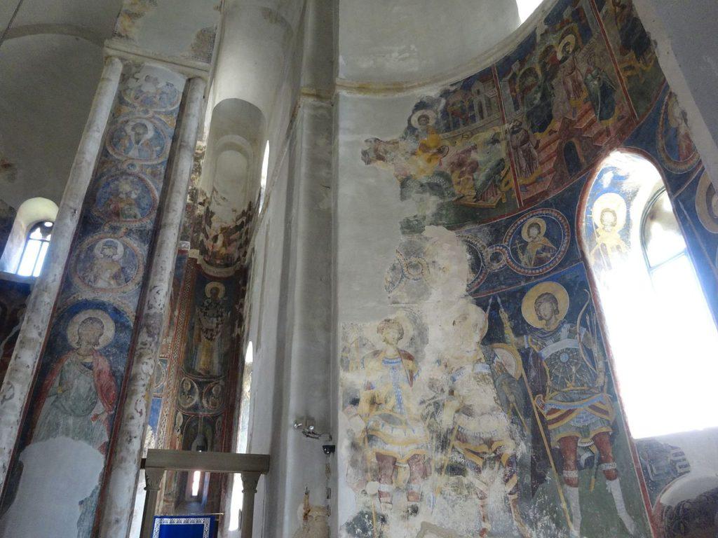 Монастырь Манасия - интерьер