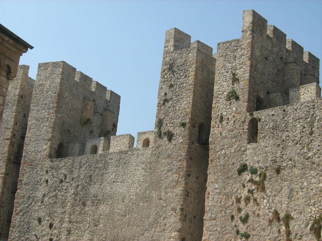 Монастырь Манасия - крепостная стена
